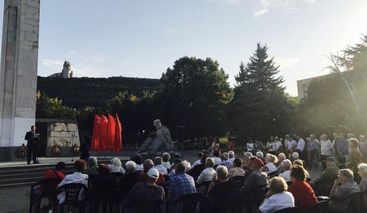 Социалисти и антифашисти се събраха пред Паметника на свободата в Шумен по повод 9-ти септември